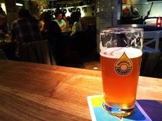Top 5 pubs de Amesterdão, por Ducs Amsterdam | Viaje Comigo Pub, Pint Glass, Beer, Tableware, Netherlands, Vacations, Travel, Urban Beaches, Traveling