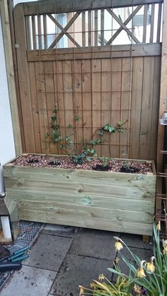 Släng dig i väggen, Ernst!: Snickra blomlådor av impregnerat trä