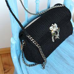 uncinetto moda e fantasia: borsa in cotone su rete sagomata lavorata ad uncin...