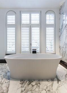 Bathroom design by Studio Jan des Bouvrie. #bathroom #badkamer #design #interior #bath #marble #marmer Pic by #bodesbouvrie