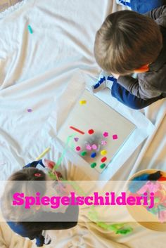 Craft with kids; mirror painting without stickers but sticky background - Mamaliefde.nl