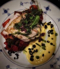 Timjamimarinoitua  kananpojanrintaa, bearnaisekastiketta, ratatouillea ja kuivattuja oliiveja.