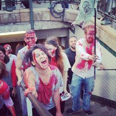 Et toujours @moonscurly ✌️☺️#booStbastille les zombies dans le métro #zombierun #happyhalloween