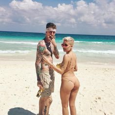 Halsey Helps Machine Gun Kelly Celebrate His Birthday In A Miami Strip Club - http://oceanup.com/2017/04/23/halsey-helps-machine-gun-kelly-celebrate-his-birthday-in-a-miami-strip-club/