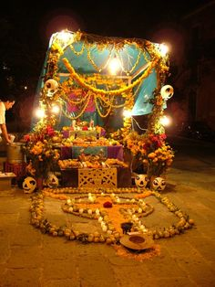 Day of the Dead Altars | www.free-candle-spells.com-mexican-outdoor-day-of-the-dead-altar