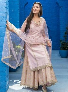 Sharara designs - Get the look now trendalertstore sharara shararasuit shararadesign pakistanisuits ritukumar weddingdress… Punjabi Dress, Pakistani Dresses, Indian Dresses, Sharara Designs, Kurti Designs Party Wear, Sarara Dress, The Dress, Indian Wedding Outfits, Indian Outfits