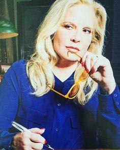 Inspi de decembre #sylvievartan #sylvie #blonde #icone #dope #instadope #fashion #mode #blog #pensive #inspiration #varietefrancaise #music #actress #frenchactress #blue #bleu #makeup #singer #amazing #photo #photos #photography  #photograph #xmastime #xmas