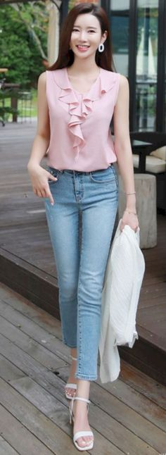 Stylish Office Jeans Ideas To Try For Women 93 Trendy Fashion, Korean Fashion, Womens Fashion, Trendy Style, Blouse Styles, Blouse Designs, Mode Hijab, Skirt Outfits, Casual Outfits