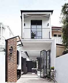 The rear of the terrace − formerly a series of small rooms − now contains an open-plan kitchen/ living area. An outdoor barbecue area was constructed from weatherproof marine ply but stained the same colour as the kitchen. Terrace House Exterior, Facade House, Victorian Terrace, Australian Homes, Small House Design, House Extensions, Small Terrace, Home Interior, Home Renovation