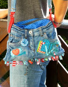 handbag from recycled jeans.have a bag full of old jeans waiting for this project! Jean Crafts, Denim Crafts, Diy Jeans, Mochila Jeans, Sacs Tote Bags, Jean Purses, Denim Purse, Denim Ideas, Recycled Denim