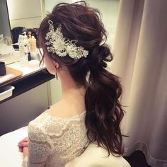 [Now if they just combed that poor girl's hair, this would look very nice. Bridal Hairdo, Hairdo Wedding, Wedding Hairstyles With Veil, Party Hairstyles, Wedding Hair And Makeup, Bride Hairstyles, Asian Hair And Makeup, Hair Makeup, Korean Wedding Hair