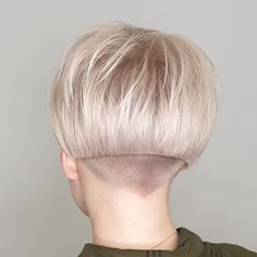 Image may contain: one or more people and closeup Short Stacked Bob Haircuts, Stacked Bob Hairstyles, Cool Haircuts, Growing Out Short Hair Styles, Short Hair Cuts, Curly Hair Styles, Shaved Bob, Shaved Nape, Aline Bob