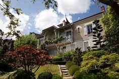 La maison de Maurice Ravel à Montfort l'Amaury : un lieu entre ville et nature. C'est ici que le célèbre compositeur réalisa de grands succès comme le Boléro. Promenade agréable garantie !