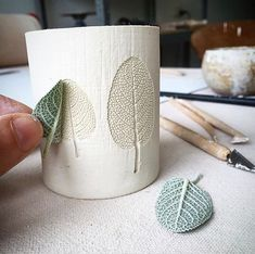 Hottest Pics Ceramics ideas pottery Tips 7 Sublime nützliche Ideen: Kleine Vasen Pottery große Vasen. Clay Crafts, Home Crafts, Diy And Crafts, Concrete Crafts, Concrete Projects, Ceramics Projects, Pottery Vase, Ceramic Pottery, Ceramic Art