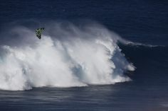 What an epic day for Niccolo Porcella at Jaws trying to stay afloat with his Wainman kite ;-)