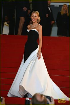 blake lively ryan reynolds captive cannes premiere 01 Blake Lively and husband Ryan Reynolds are a gorgeous coordinating pair while attending the premiere of his upcoming film The Captive during the 2014 Cannes Film…