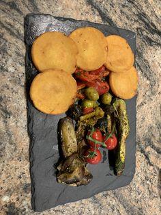 Tapas, Stuffed Mushrooms, Vegetables, Ethnic Recipes, Food, Stuff Mushrooms, Essen, Vegetable Recipes, Meals