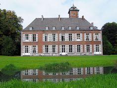 Écaussinnes-d'Enghien (Belgium), Southeastern façade of the « la Follie » castle (XVIth century).