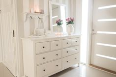 My favourite colours in entry⚬🌸 White Bedroom, My Favorite Color, Dresser, Sweet Home, New Homes, Colours, Furniture, Entry Hallway, Wall Ideas