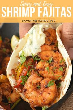 Fajitas Recipe (Spicy Skillet Shrimp Fajitas) Love for Mexican and Tex-Mex fusion is here - Skillet Shrimp Fajitas! Love for Mexican and Tex-Mex fusion is here - Skillet Shrimp Fajitas! Mexican Shrimp Recipes, Spicy Recipes, Fish Recipes, Seafood Recipes, Gourmet Recipes, Dinner Recipes, Cooking Recipes, Healthy Recipes, Recipes For Shrimp