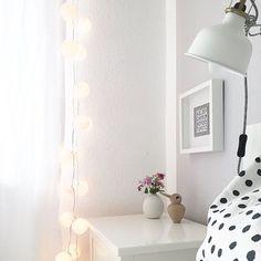 Night Night  Wir wünschen euch einen tollen Start in die neue Woche!  Photo von der lieben Annika @wohnverknallt  #goodnight #white #dots #bedroom #schlafzimmer #bett #allwhite #ikea #bilderrahmen #weiss #sonntag #abend #sunday #mood #goodmoods #evening #france #wm #gutenabend #wochenstart #neuewoche #dekoration #interiordesign