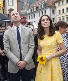 Kate Middleton Photos Photos - Prince William, Duke of Cambridge and Catherine, Duchess of Cambridge during a tour of a traditional German market in the Central Square on day 2 of their official visit to Germany on July 20, 2017 in Heidelberg, Germany. - The Duke and Duchess of Cambridge Visit Germany - Day 2