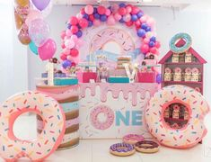 Candy Theme Birthday Party, Donut Birthday Parties, First Birthday Decorations, Girl Birthday Themes, Donut Party, Candy Party, Birthday Party Centerpieces, 1st Birthdays, Sweet