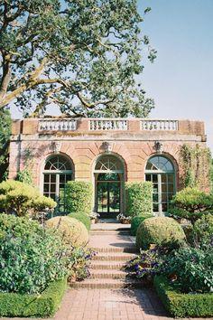 Wedding inspriation in the Filoli Gardens Photo: @seanthomasphoto Vera Wang Gowns, Parisian Wedding, Outdoor Wedding Inspiration, Outdoor Weddings, Garden Photos, Garden Wedding, Gardens, Mansions, Google Search