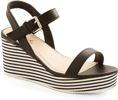 Pin for Later: Wählt eure neuen Schuhe aus: 50 preiswerte Sommerschuhe ModCloth Striped Wedge ModCloth Posh Poolside Wedge ($35)