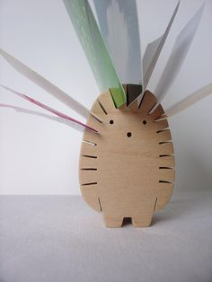 Wooden Hedgehog, by mielasiela. Perfect note holder.