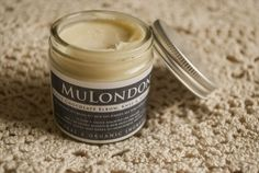 """""""This is a powerful little hydrator for typically dry areas like elbows, knees and feet but I've used it pretty much everywhere else too. It's what happiness smells like."""" - MuLondon Organic White Chocolate Elbow, Knee & Heel Cream review.  Read more: http://naturalbeautycabinet.com/2014/08/18/mulondon-white-chocolate-elbow-knee-and-heel-cream/  Get MuLondon organic skincare products: http://www.MuLondon.com   or at http://www.agapanthus.nu"""