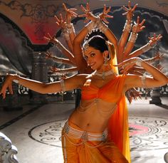 Deepika Padukone in 'Om Shanti Om' - cool picture.  Did they manage this because she's so tall?