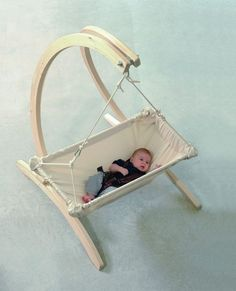 Whether in the house or in the garden. Your baby can always be around with the baby hammock Kaya Nat Cheap Bedroom Furniture, Baby Furniture, Metal Furniture, Unique Furniture, Furniture Stores, Furniture Dolly, Furniture Companies, Baby Hammock, Baby Swings