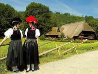 Freilichtmuseum Vogtsbauernhof_Trachtenträgerinnen