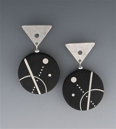 Line, Dot and Curve Ebony Earrings by Suzanne Linquist (Silver & Wood Earrings) Terracotta Jewellery, Ceramic Jewelry, Metal Jewelry, Diy Jewelry, Handmade Jewelry, Jewelry Design, Jewelry Making, Paper Quilling Flowers, Paper Quilling Jewelry