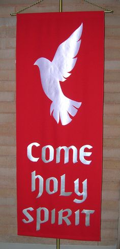 Pentecost can be a tricky season to bring into the home. There isn't a Pentecost aisle at Michaels. Poor Pentecost is just one of those funny seasons. Altar Design, Church Design, Church Banners Designs, Jesus E Maria, Design Creation, Première Communion, Easter Banner, Altar Decorations, Christian Art
