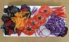 Hoja de roble, bayas de goyi, fresas, zanahoria, tomate, sésamo negro, rabanitos, lombarda, pimiento rojo y remolacha. Victoria Ocio