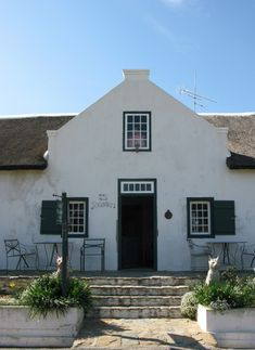 Trailrider - Adventures and Ride Reports: Tulbagh & Cape Dutch Gables Facade House, House Facades, Cape Dutch, Dutch House, Roof Lines, Thatched Roof, South Africa, Holland, Entrance
