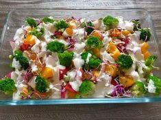 Warstwowa sałatka z dużą ilością warzyw, szynką i jajkami oblana pysznym sosem. Bardzo smaczna propozycja na różne okazje. U mnie gościła na stole w ŚwiętaCzytaj ➡️ Chicken Salad, Pasta Salad, Low Carb Recipes, Cooking Recipes, Recipes From Heaven, Vegetable Salad, Potato Salad, Salad Recipes, Breakfast Recipes