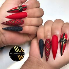 Christmas Present Nails Accent ❤ Popular Ideas of Christmas Nails Designs To Try in 2019 ❤ See more ideas … Christmas Present Nails, Chistmas Nails, Cute Christmas Nails, Xmas Nails, Christmas Nail Designs, Holiday Nails, Halloween Nails, Holiday Mood, Halloween Recipe