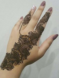 No occasion is carried out without mehndi as it is an important necessity for Pakistani Culture.Here,you can see simple Arabic mehndi designs. Henna Hand Designs, Dulhan Mehndi Designs, Mehndi Designs Finger, Latest Arabic Mehndi Designs, Modern Mehndi Designs, Mehndi Designs For Girls, Bridal Henna Designs, Mehndi Design Photos, Mehndi Designs For Fingers