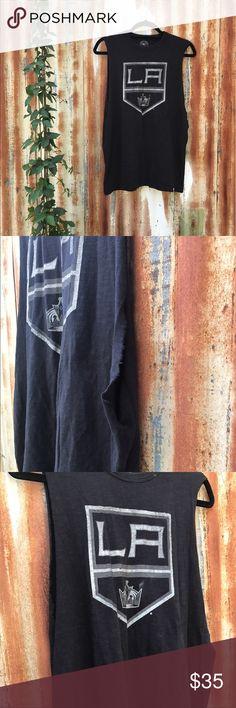 LA KINGS VINTAGE TEE! Vintage LA Kings tee, sleeveless and cotton. Tops