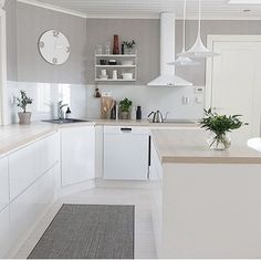 Complete the look with that fabulous golden taste of the mid-century style and voilá! You'll have your room complete. Small Kitchen Diner, Galley Kitchen Design, Kitchen Living, New Kitchen, Kitchen Interior, Kitchen Decor, Minimalist Kitchen, House Rooms, Home Design