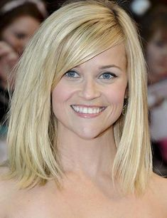 Reese Witherspoon& Blunt Bob A one-length, shoulder-grazing cut with long, side-swept bangs is a stylish option for ladies with fine, st. Medium Haircuts For Straight Hair, Medium Hair Cuts, Short Hair Cuts, Medium Hair Styles, Curly Hair Styles, Long Face Hairstyles, Bob Hairstyles, Straight Hairstyles, Beautiful Hairstyles
