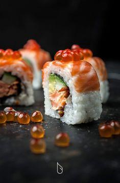Szendeff Lőrinc on Behance Poke Sushi, Sushi Co, Japanese Food Sushi, Sushi Platter, Sushi Party, Food Garnishes, Sushi Recipes, Best Food Ever, Le Chef