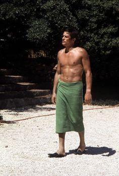 love a green towel! Alain Delon in La Piscine Romy Schneider, Alain Delon, Marcel, Jean Gabin, French Icons, Luchino Visconti, Jean Luc Godard, Classic Movie Stars, Classic Movies