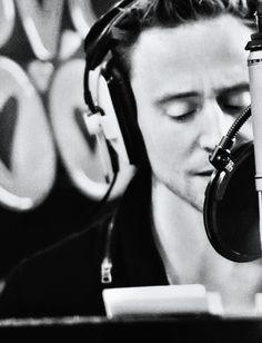 Still of Tom Hiddleston reading Shakespeare ^^