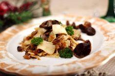 Oto pyszne przepisy na potrawy, które muszą znaleźć się na wigilijnym stole! Łazanki z kapustą i grzybami - obowiązkowe danie