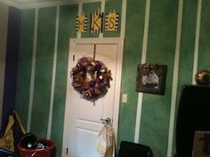 Like The Framed Pictures, Would Like To Do This With My Husbandu0027s Pictures  For His LSU Room. | LSU Bonus Rooms | Pinterest | Room, Men Cave And  Basements