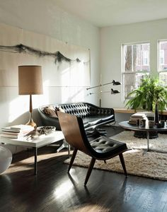 Just like my own living room. Black leather couch, dark hardwood, white walls. The beige colored rug was a good choice to brighten up the room